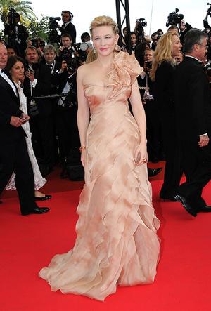 Фото №13 - Королева Канн: Кейт Бланшетт и ее модные образы за всю историю кинофестиваля