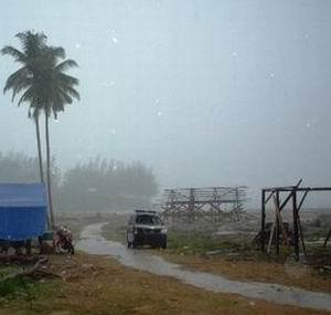 Фото №1 - На Бали обрушился ураган