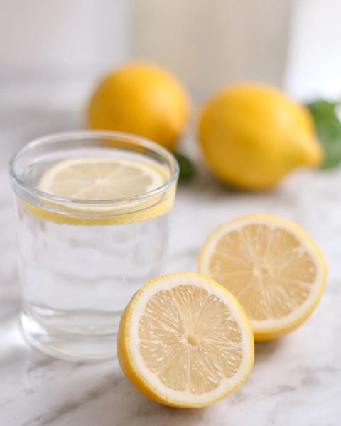 Фото №4 - Не так круто, как говорят: побочные эффекты от воды с лимоном, о которых все забыли 🍋