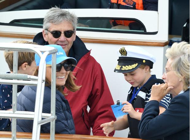 Фото №2 - Виндзоры против Миддлтонов: что принц Чарльз не поделил с мамой Кейт