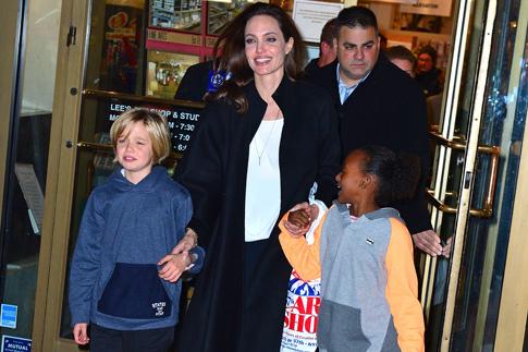 """Фото №2 - Анджелина Джоли о драме """"несломленный"""" и желании стать президентом"""