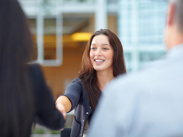 Фото №1 - Как реагировать на неловкие вопросы на собеседовании (и получить желаемую работу)