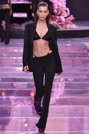 Фото №2 - Модные стринги: как носить главный бельевой тренд года