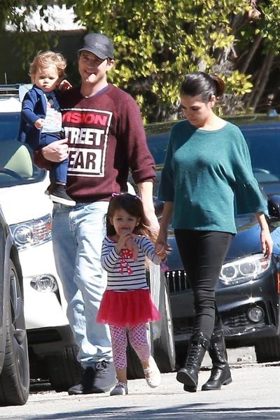 Фото №2 - Дело тут нечисто: Эштон Катчер и Мила Кунис объяснили, почему не моют 6-летнюю дочь и 4-летнего сына каждый день