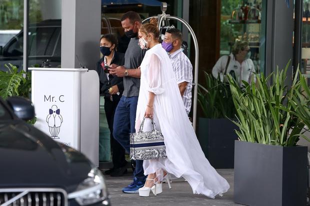 Фото №3 - Репетиция свадьбы? Дженнифер Лопес в образе, достойном невесты