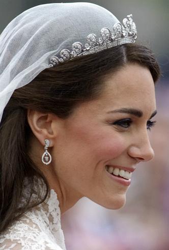 Фото №3 - Протест или протокол: почему Кейт не надела тиару Дианы на свою свадьбу