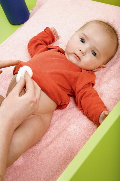 Фото №1 - Переодеваем новорожденного