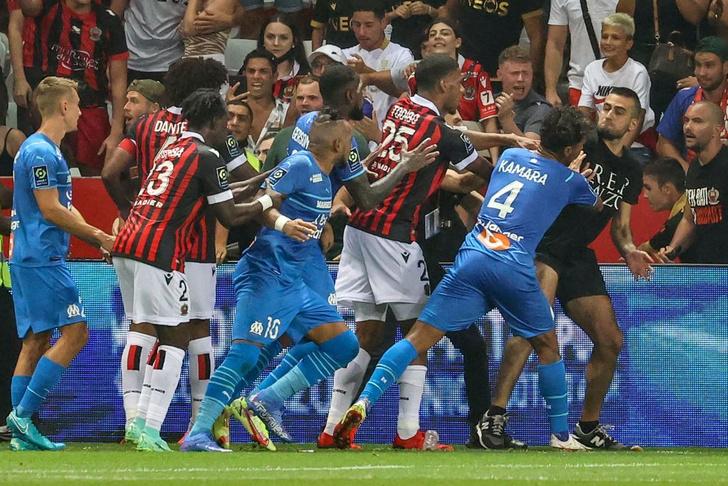Фото №7 - Минута мячания: краткий гид MAXIM по главным футбольным событиям уикенда
