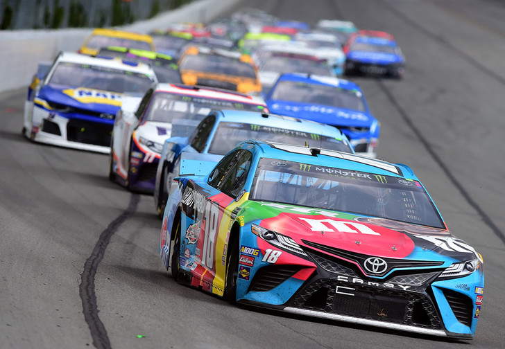 Фото №1 - Гонщика NASCAR отстранили от участия в турнире за расистское слово во время онлайн-гонки