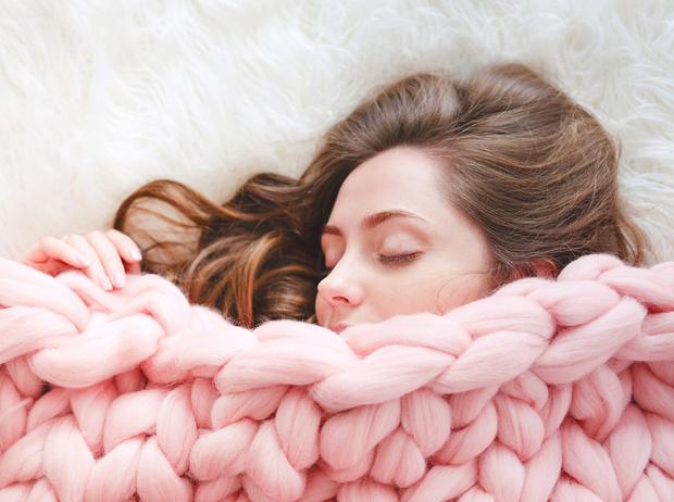 Фото №1 - Как заснуть сном младенца:  8 нестандартных приемов