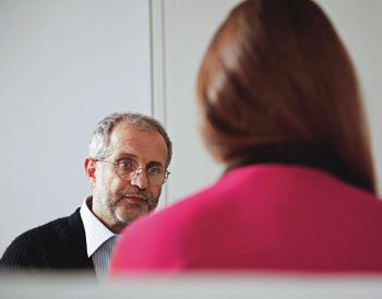 АЛЕКСАНДР БАДХЕН, психотерапевт, один из основателей Института психотерапии и консультирования «Гармония» (Санкт-Петербург). Соавтор книги «Мастерство психологического консультирования» (Речь, 2006).