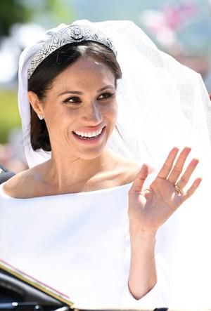 Фото №6 - Почему свадебное платье принцессы Евгении было удачнее, чем у Меган Маркл