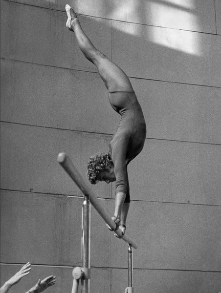Фото №4 - Чемпионка на 4-м месяце беременности: история гимнастки Ларисы Латыниной, которая прыгнула выше головы