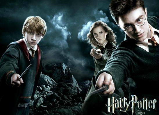 Фото №1 - Гарри Поттер вернулся: Джоан Роулинг опубликовала новую историю о волшебнике