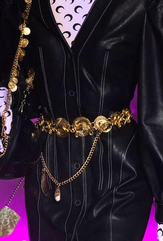 Фото №12 - Как носить крупные цепи: 4 самых модных варианта