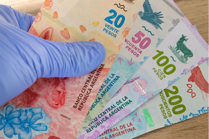 Фото №1 - Как долго коронавирус сохраняется на деньгах?