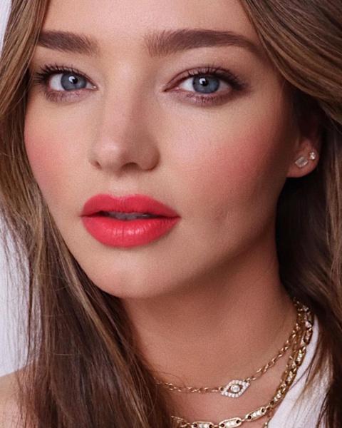 Фото №2 - Идеальный образ на 1 сентября: повторяем освежающий макияж, который идет всем