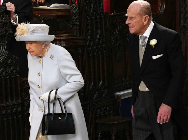 Фото №4 - Как принц Филипп заставил Королеву краснеть из-за его шутки
