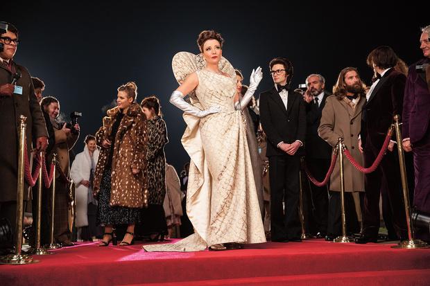 Фото №4 - 47 платьев на одну Круэллу: как создавали наряды для диснеевского фильма