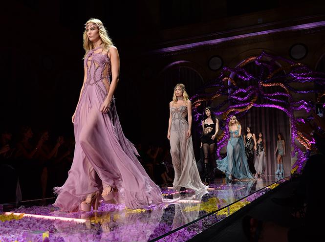 Фото №1 - Неделя Высокой Моды в Париже: Atelier Versace FW2015/16