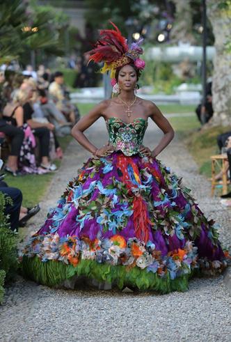 Фото №12 - Китти Спенсер, Мэй Маск и другие звезды на подиуме Dolce & Gabbana Alta Moda FW18