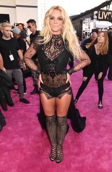 Фото №2 - Бритни Спирс купила свои первые «лубутены» четыре года назад за 6 тысяч долларов, но так и не надела их
