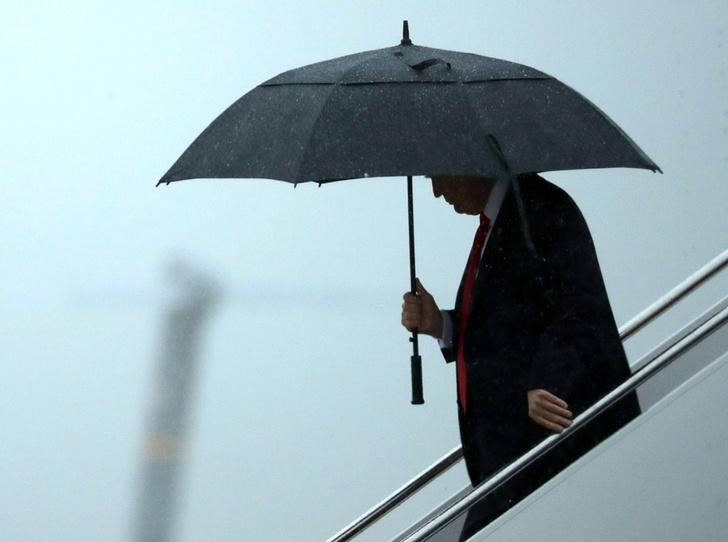 Фото №1 - Зонтик для нарцисса: Дональд Трамп не думает даже о своей семье