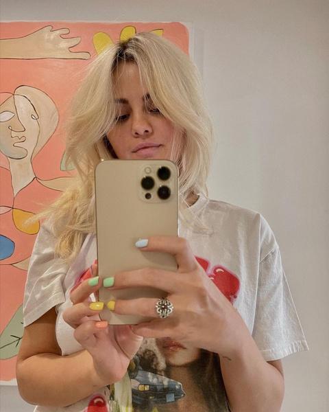 Фото №1 - Начало новой эры: Селена Гомес снова блондинка? 🥵