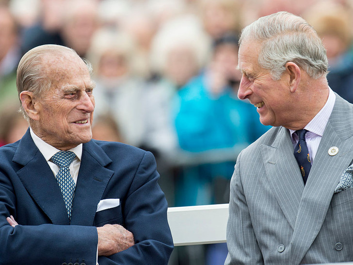 Фото №1 - Как отношения Чарльза с отцом изменились перед смертью принца Филиппа (и почему)
