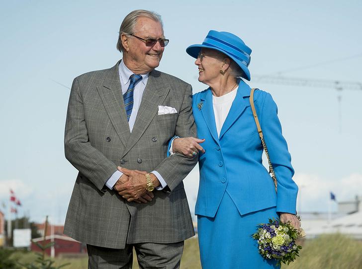 Фото №1 - Принц Хенрик и Королева Маргрете: история любви в фотографиях