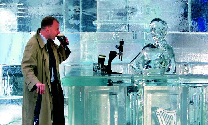 Фото №1 - Какой валютой пользуются в Антарктиде?