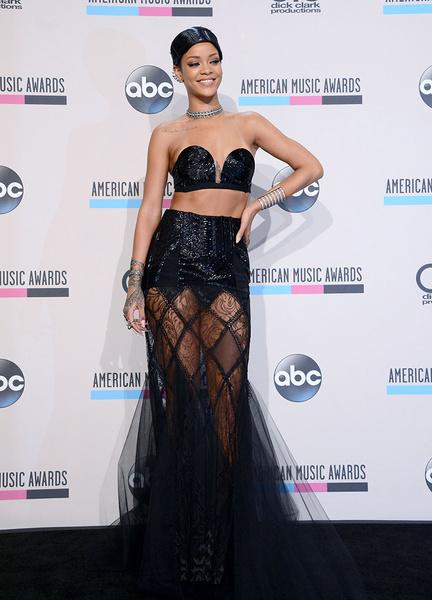 Рианна на церемонии American Music Awards 2013