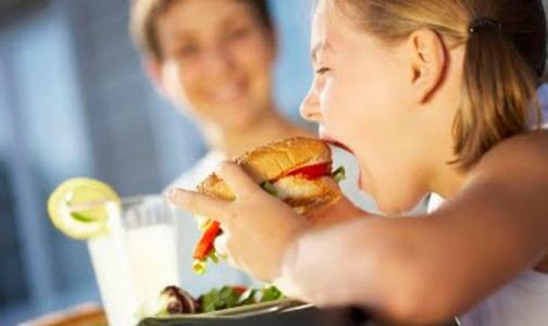 Фото №1 - ВОЗ сообщила, сколько в России детей на грани ожирения