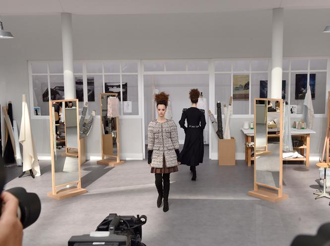Фото №1 - Швейная мастерская: кутюрный показ Chanel F/W 16-17