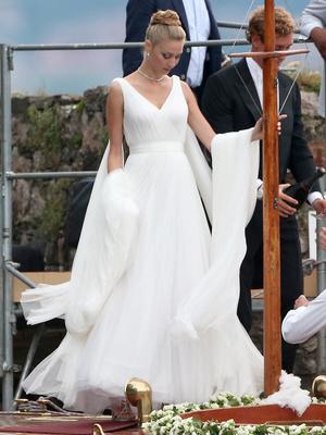 Фото №6 - После венчания: вторые свадебные платья королевских невест
