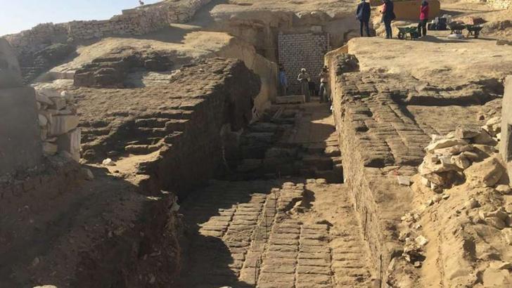 Фото №1 - В Египте археологи нашли более 800 нетронутых гробниц