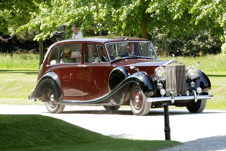 Фото №1 - Авто королевской семьи уйдут с молотка