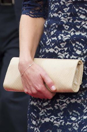Фото №43 - Королевский дресс-код: любимые сумки герцогини Кембриджской