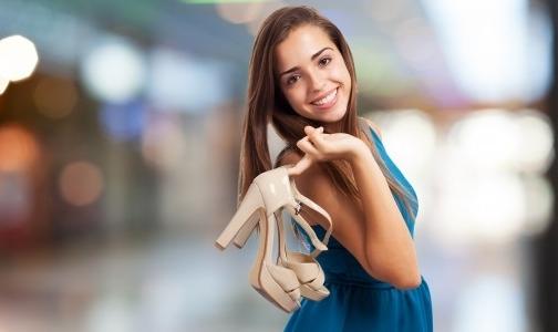 Фото №1 - В Роскачестве посоветовали нюхать обувь перед покупкой