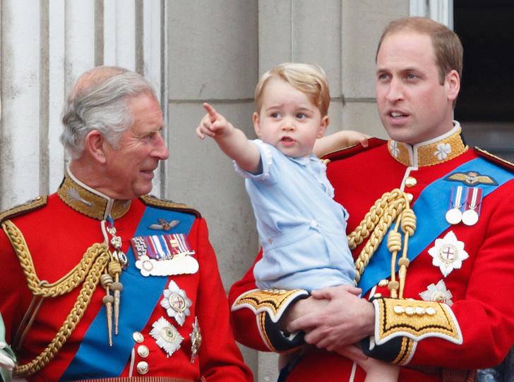 Фото №1 - Три короля: принц Чарльз показал редкий снимок с сыном и внуком