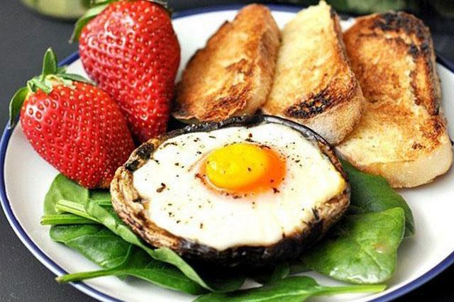 рецепты яичницы на завтрак необычные