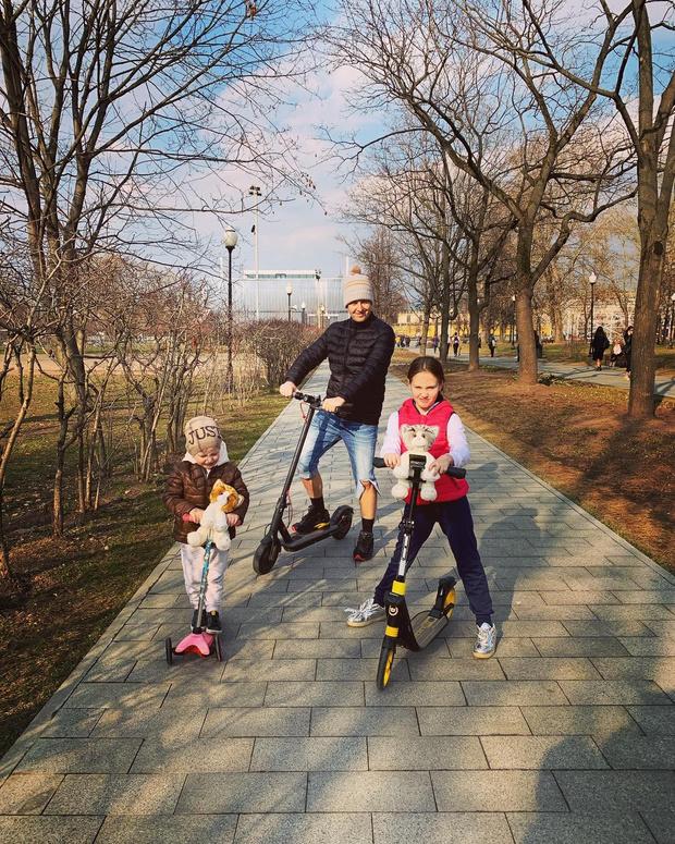 Фото №2 - Витас показал жену и 11-летнюю дочь