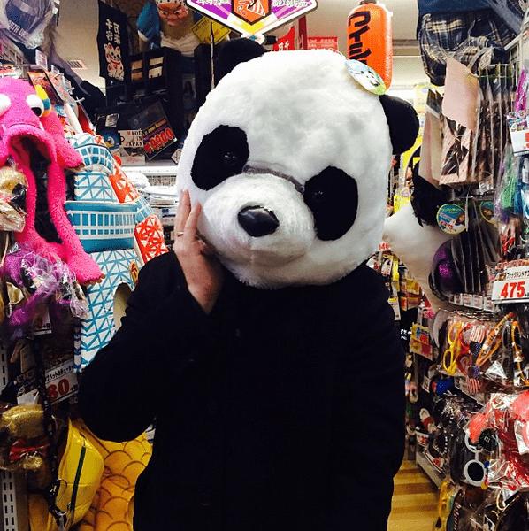Фото №20 - Звездный Instagram: Знаменитости в забавных париках, масках и костюмах