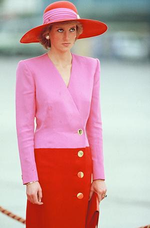 Фото №90 - 70 красных нарядов: как принцесса Диана носила любимый цвет