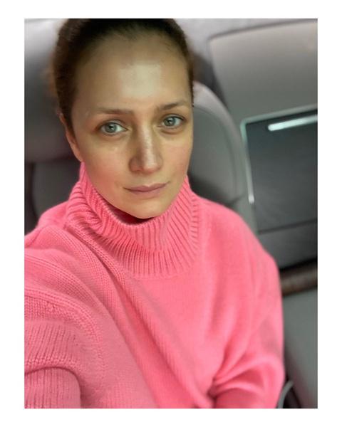 Фото №1 - «Женщина перестает быть той, кто сидит дома, варит суп и ждет мужа»: Виктория Исакова высказалась о феминизме