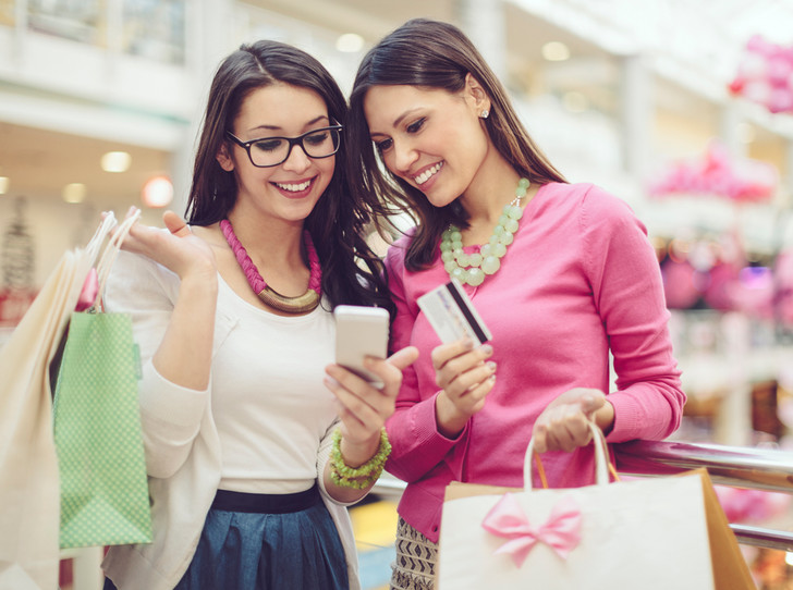 Фото №1 - Почему лучше отказаться от смартфона во время шопинга