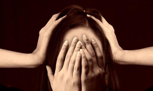 Фото №1 - Невролог Первого меда: Чем хуже жизнь, тем чаще болит голова