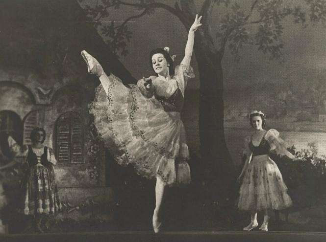 Фото №1 - «В её танце отразилась эпоха»: выставка к 100-летию со дня рождения Ольги Лепешинской