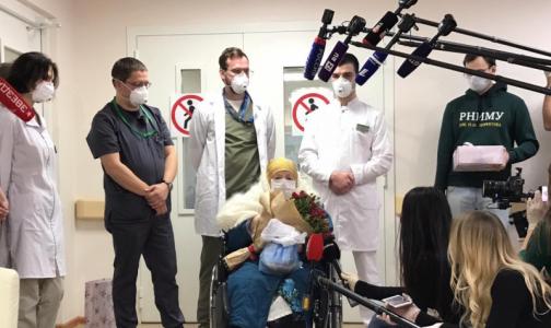 Фото №1 - 100-летняя москвичка победила коронавирус. Из больницы женщину выписали в ее день рождения