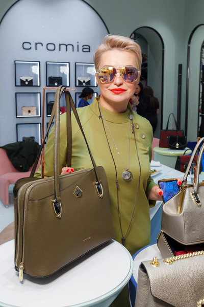 Фото №2 - Лель, Кожевникова, Дайнеко: что в сумочках у звезд